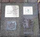Carnavalsverenigingen van de vier kernen van de gemeente Haaren hebben hun sporen nagelaten in de binnenplaats van het gemeentehuis