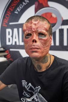 Afgehakte neus en oren, implantaten op zijn voorhoofd: je kunt Henry (33) zomaar tegenkomen in Oss