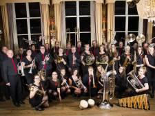 Kerstmuziek in de huiskamer door Vollenhoofsch Fanfare