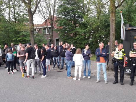Verbeten gezichten bij rustig verlopen protest tegen sluiting Rodenburg