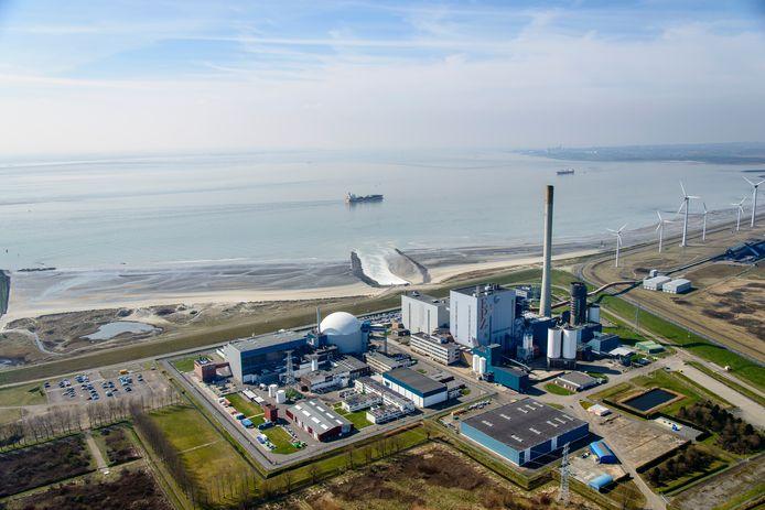 De kerncentrale van Borssele aan de Westerschelde.