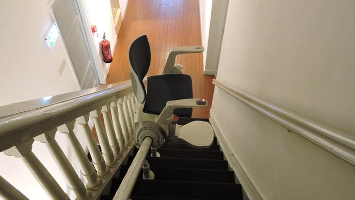Een blijverslening kan gebruikt worden om bijvoorbeeld een traplift in huis te laten installeren.