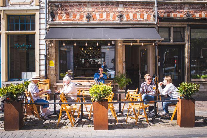 Wijnbar WIN in de Burgstraat.