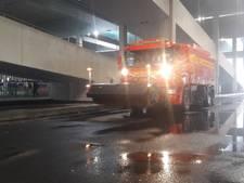 Opnieuw leggen lekkende voegen station Breda plat