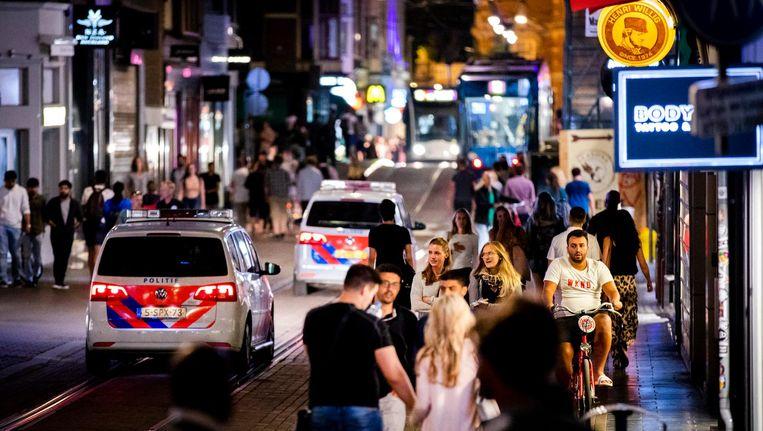 Uitgaanspubliek en politie in de Leidsestraat Beeld ANP