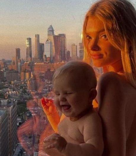 Zweeds topmodel onder vuur om naaktfoto met haar dochter: 'Dit is geen kinderporno'