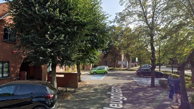 Kind van achttien maanden in Pelt overleden na aanrijding met auto op parking speeltuin