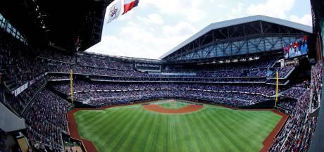 Bizarre beelden uit de VS: bijna 40.000 honkbalfans in stadion