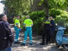 Scooterrijder gewond bij botsing met auto die uit oprit rijdt in Waalre