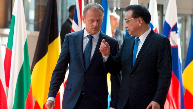 De president van de Europese Raad Donald Tusk en de Chinese premier Li Keqiang vandaag in Brussel. Beeld AFP