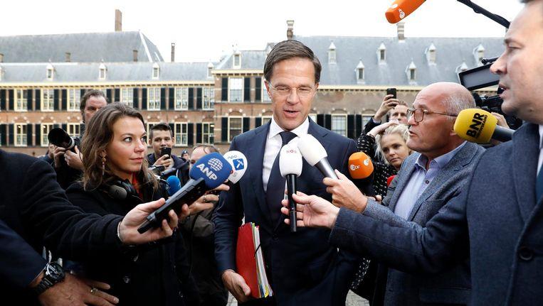 Mark Rutte (VVD) komt aan op het Binnenhof. Beeld anp