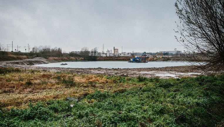 De groeve van 700.000 kubieke meter in Ename, nabij Oudenaarde. Volgens omwonenden is het onverantwoord om er slib te dumpen. Beeld wouter van vooren