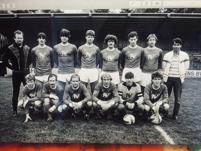 Een andere elftalfoto van TSC uit 1982. V.l.n.r. Boven: Adrie Blewanus (keeper), Sjef de Kort, Ad de Rooy, Eelco Ouwehand, Wim van Dongen, Gerry van Wanrooij, Ad de Jong, Frans Vermeulen (trainer). Onder: Gerry Jumelet, Ron Neefs, Andries Kastelijns, Jan Scherders, Tony van Rijen (keeper), Ger Roovers.