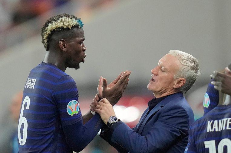 Discussie tussen Paul Pogba en Didier Deschamps in de achtste finale. Beeld AP