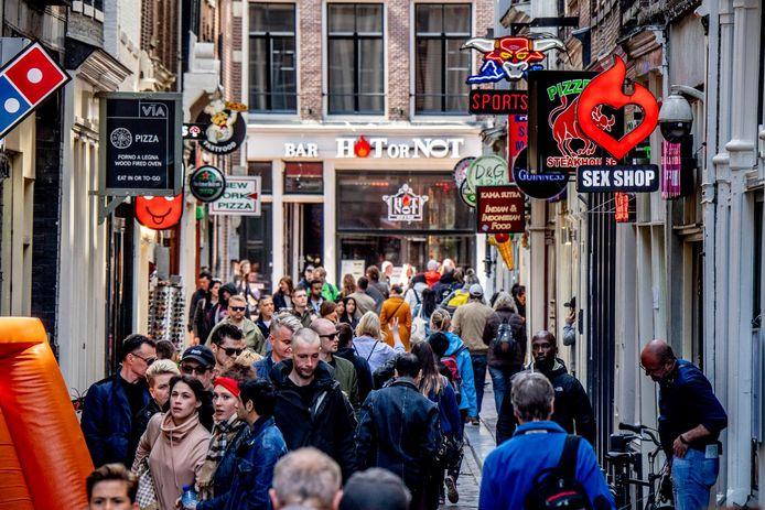 Drukte op de Wallen in Amsterdam.