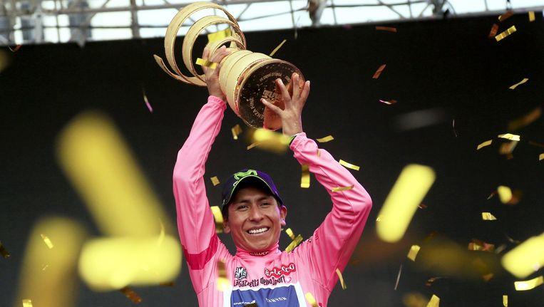 Quintana pronkt met 'Trofeo Senza Fine' Beeld AFP