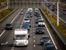 Door brandende vrachtauto op A67 bij Asten is rechterrijstrook afgesloten richting Venlo