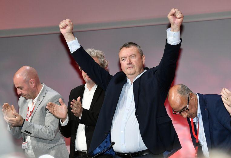 Robert Vertenueil uit Nijvel, de nieuwe voorzitter van het ABVV, is strijdvaardig op het statutair congres in Brussel. Beeld BELGA