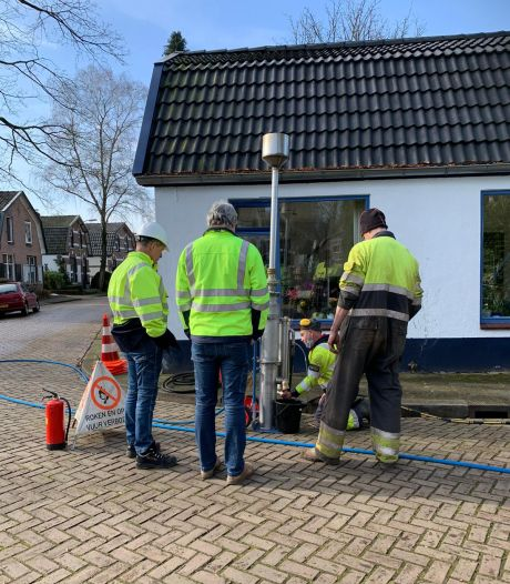Hele buurt in Apeldoorn zonder gas nadat boorbedrijf gasleiding raakt bij boren voor warmtepomp