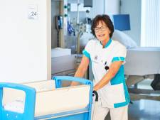 Marleen (62) bracht duizenden baby's ter wereld, nu gaat ze met pensioen: 'Het is mooi geweest'