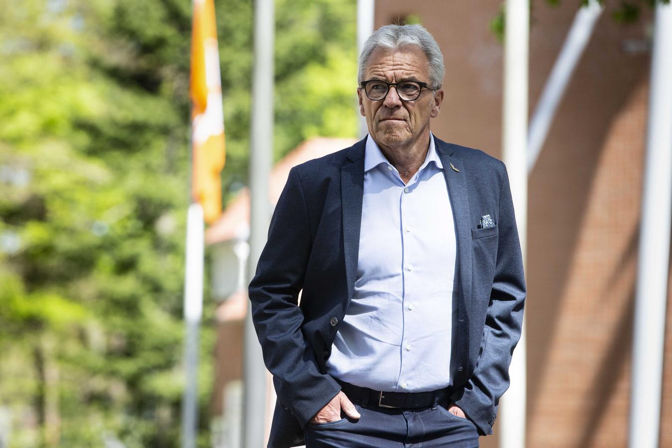 Algemeen directeur Eric Gudde van de KNVB bij aankomst in Zeist.