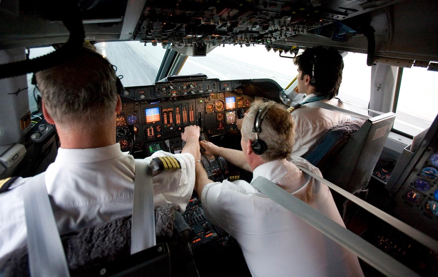 Piloten in een cockpit (foto ter illustratie).