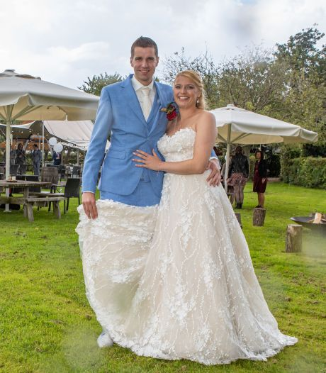 Rowan en Sylvie switchen op het laatste moment van trouwlocatie: 'De voorpret gaat er zo wel vanaf'