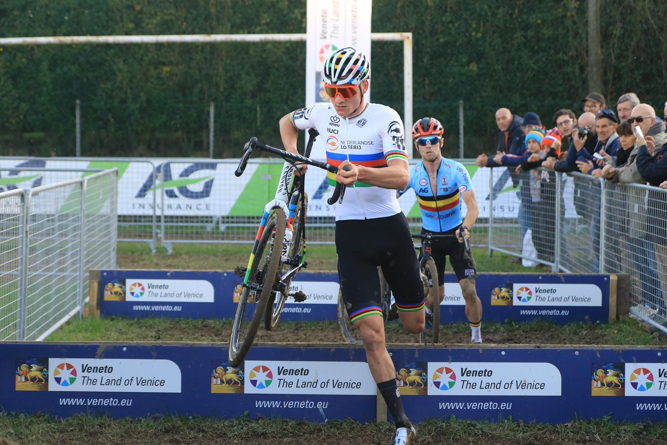 Mathieu van der Poel is in Silvelle Europees kampioen geworden in het veld.