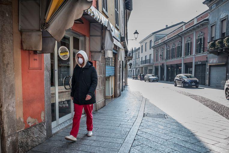 In het Italiaanse Codogno zijn alle winkels gesloten. Beeld Photo News