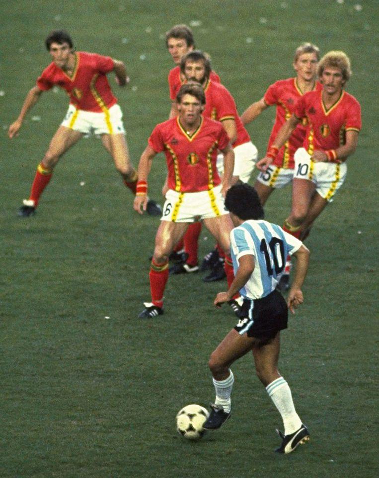 Maradona versus de Rode Duivels. Beeld Getty Images