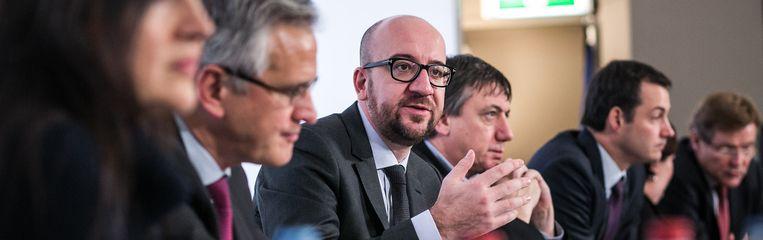 Premier Michel, geflankeerd door vicepremiers Peeters, Jambon en De Croo. Beeld PHOTO_NEWS