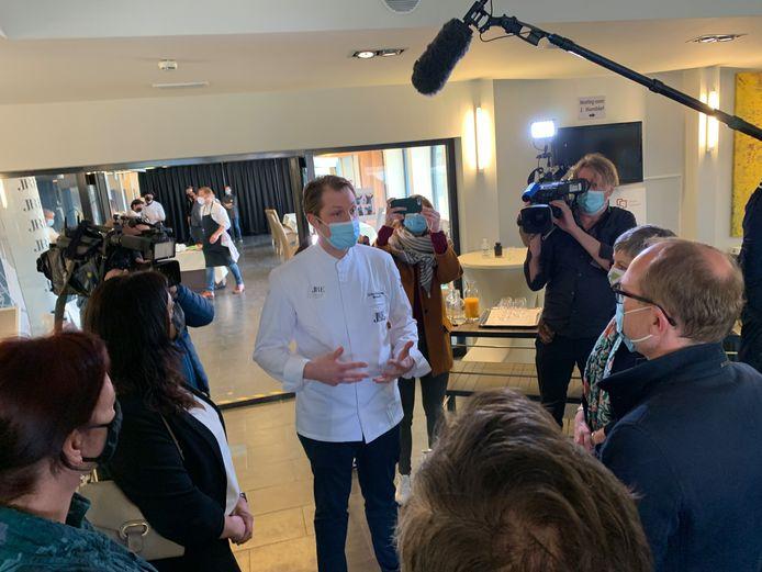 Didier Bordeaux van restaurant Maison D. bij JRE wedstrijd in Campus Wemmel. Ben Weyts kwam op bezoek