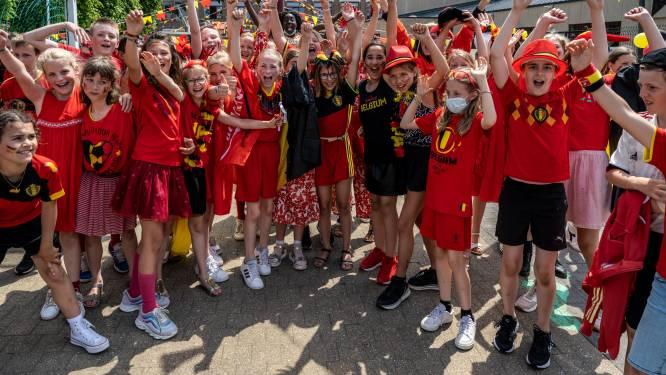 """#REDCHALLENGE. Lebbeke gaat uitdaging van Eden Hazard aan en kleurt helemaal rood: """"Want voetbal is een feest!"""""""