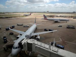 Une femme décède du coronavirus dans un avion