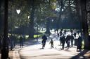 Ook zondag was het druk met fietsers en wandelaars in het Noorderplantsoen.