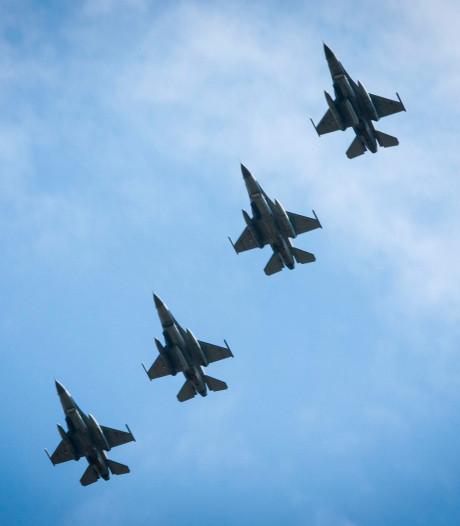 Volkelse F16's brengen saluut bij herdenking in Roermond