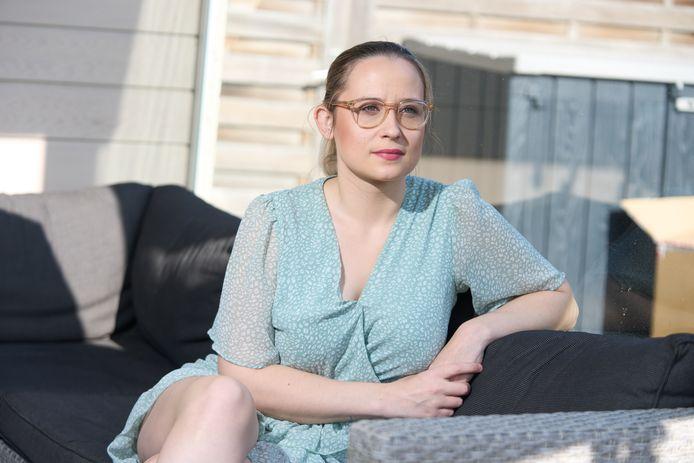 Evelien Delen kreeg deze voormiddag te horen dat ze opnieuw niet aan haar IVF-traject kan beginnen omdat haar operatie is uitgesteld.