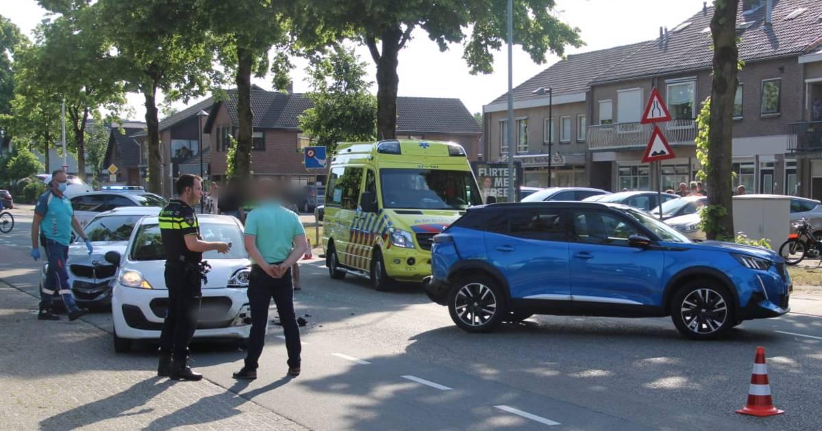 Drie autos beschadigd bij aanrijding in Wekerom.