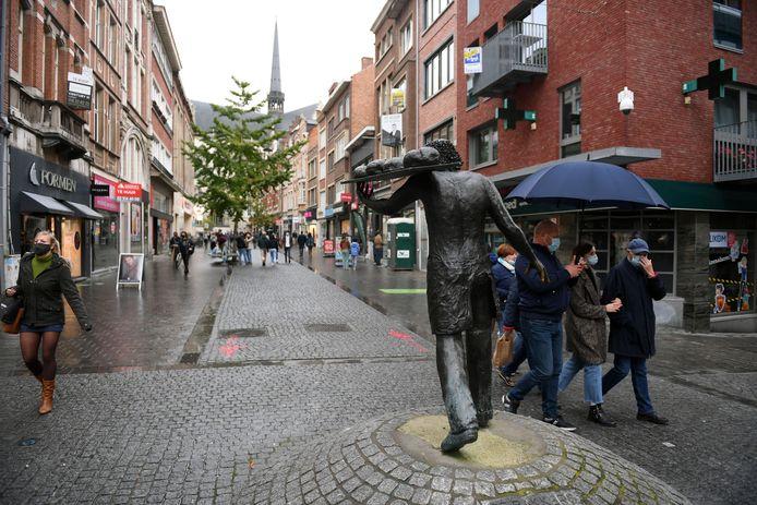 De Diestsestraat in Leuven in tijden van corona. Feit is alvast dat de soldenperiode geen hoogvlieger is en het geleden verlies dus niet goed kan maken.