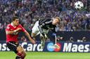 Neuer in actie namens Schalke, toen nog in de Champions League.