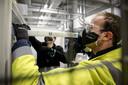 De eerste coronavaccins van Pfizer en BioNTech voor Nederland worden opgeslagen in Oss.