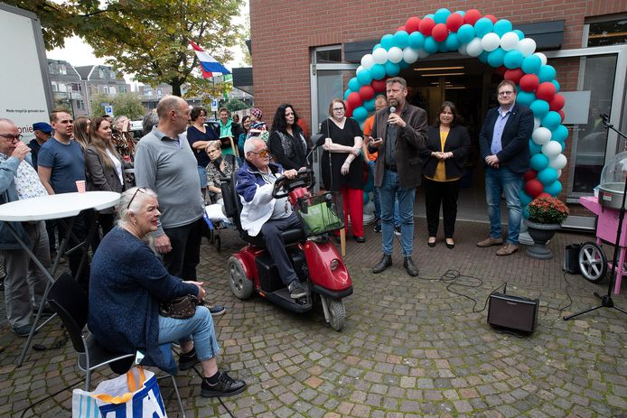 De feestelijke opening van de winkel van de Mini Manna Stichting in Winterswijk.