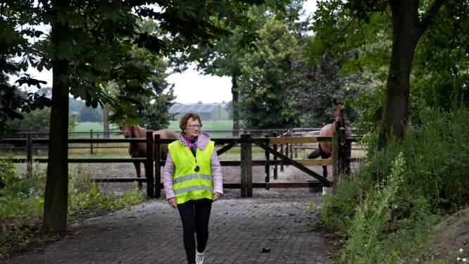 Al heeft ze dementie, Nelly (84) wandelt elke dag: 'Soms levert dat gevaarlijke situaties op, maar tegenhouden is geen optie'