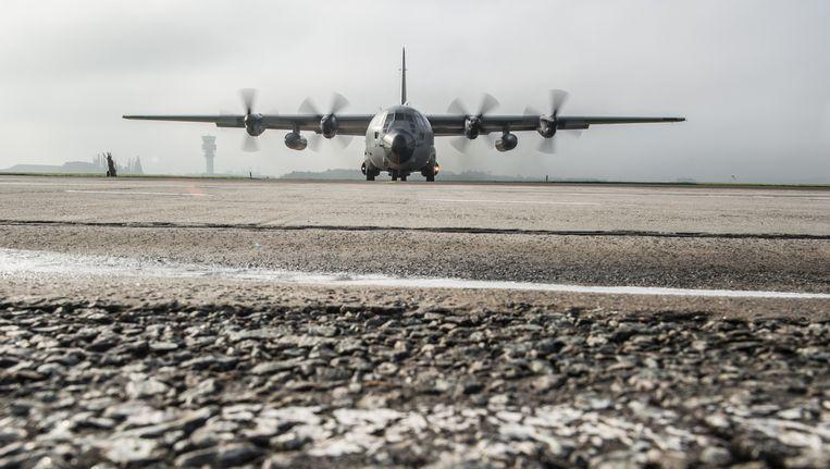 Een Belgische C-130 klaar voor vertrek op de luchthaven van Melsbroek. Beeld BELGA