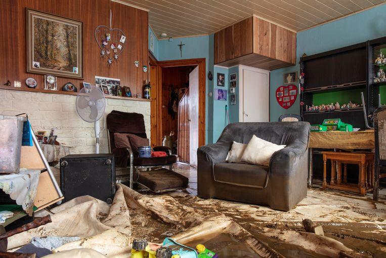 De huiskamer van Ida Dahy is ondergelopen. Beeld HJ Hunter