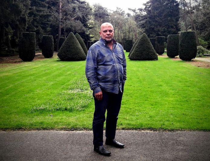 Zeistenaar Ahmed el Malky op de Algemene Begraafplaats in Zeist. Hij voelt zich Zeistenaar en wil hier ook graag worden begraven, maar dan wel in een islamitisch graf.