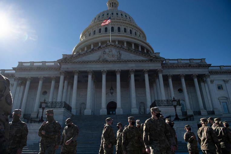 De nationale garde treft voorbereidingen bij het Capitool. Beeld Hollandse Hoogte / AFP