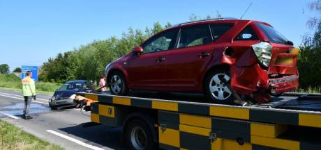 Automobilist gewond na kop-staartbotsing op N286 bij Poortvliet