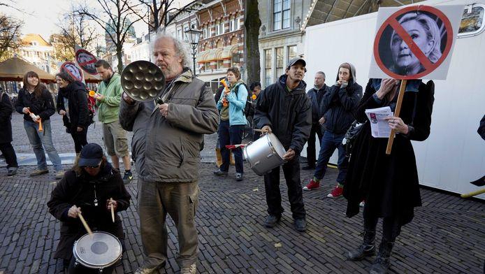Demonstatie in Den Haag tegen de ontmoeting van Wilders en Le Pen.