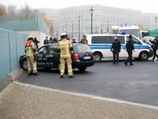 Une voiture fonce sur les grilles de la chancellerie à Berlin